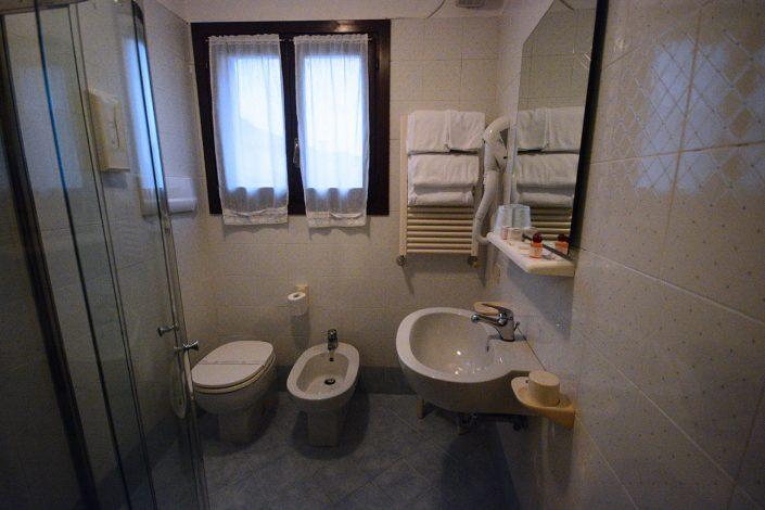 dettaglio bagno hotel falier