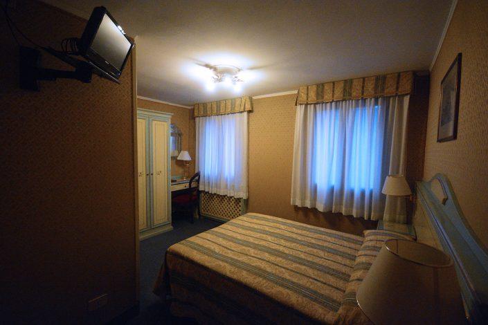 stanza con tv hotel 2 stelle venezia