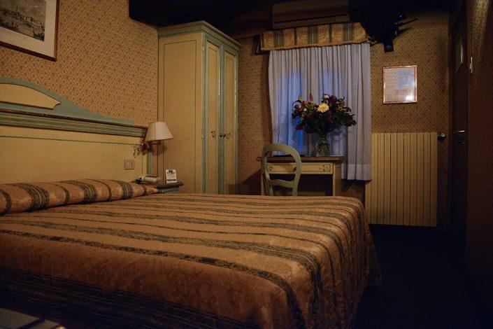 arredi veneziani stanza hotel 2 stelle
