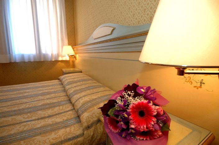 dettaglio letto stanza hotel venezia