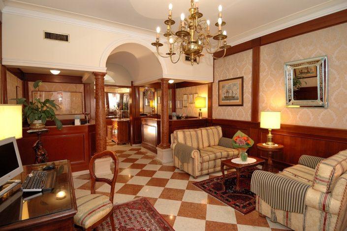 ingresso hotel 2 stelle venezia