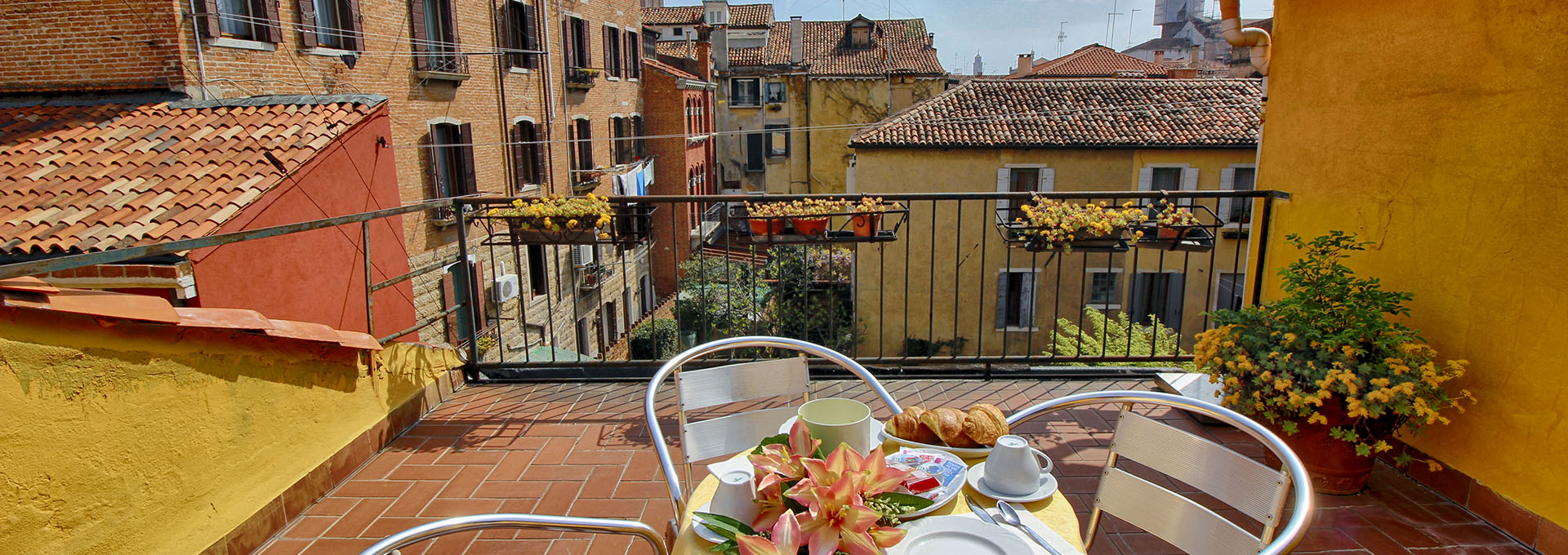 veduta su venezia da terrazza