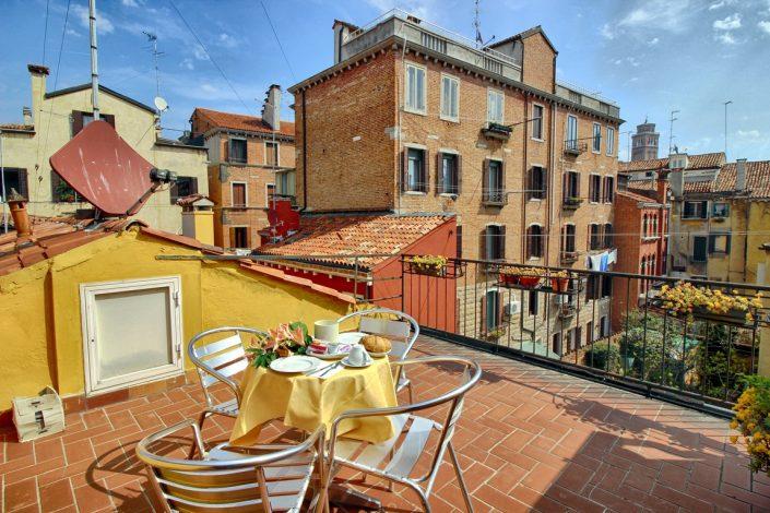 terrazza con panorama su venezia